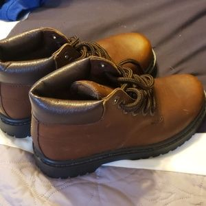 NWOT Bass hiking/work boots, brown w black sole